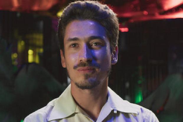 Juan Pablo Urrego plays young Leonardo Villegas in