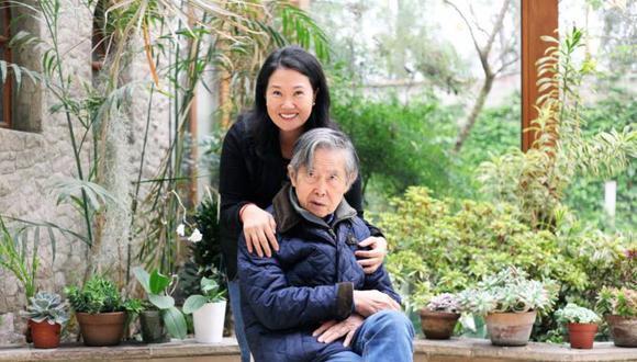 """""""Como padre siento satisfacción de ver que Keiko está priorizando las necesidades de los peruanos en estos momentos tan difíciles"""", estimó el condenado exjefe del Estado. (Foto: Twitter)"""