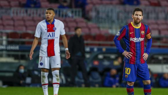 Lionel Messi, del Barcelona, a la derecha, y Kylian Mbappe, del PSG, durante el partido de fútbol de ida de los octavos de final de la Liga de Campeones entre el FC Barcelona y el París Saint-Germain en el estadio Camp Nou de Barcelona, España, el martes 16 de febrero de 2021. (AP Photo/Joan Monfort)
