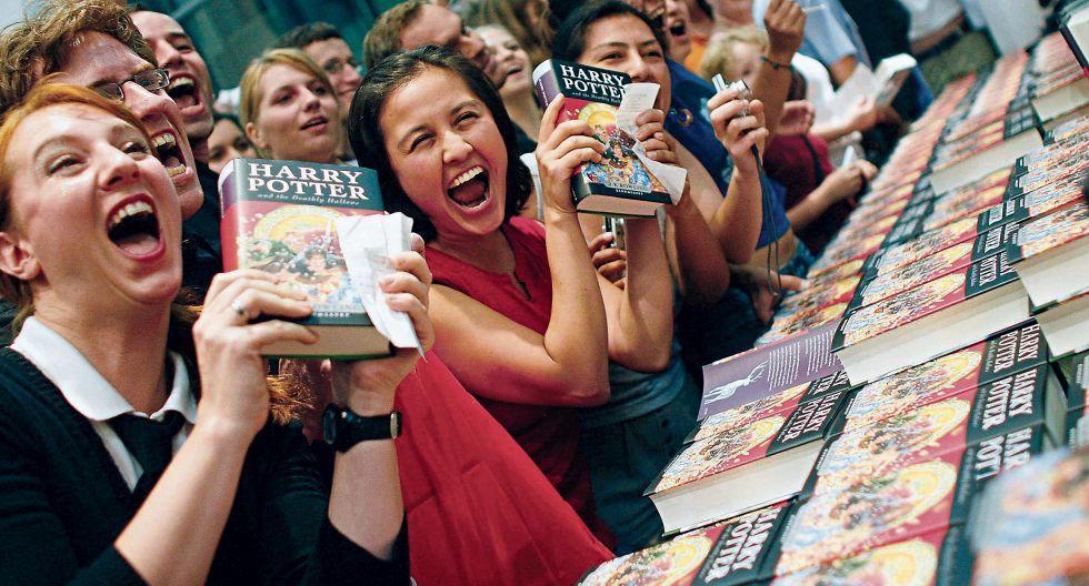 El universo mágico creado por J.K. Rowling sigue expandiéndose a través de nuevas publicaciones de la autora.