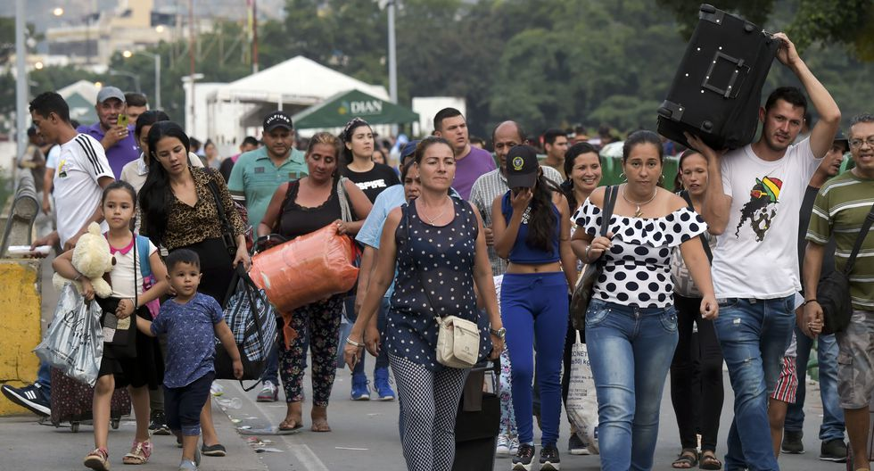 Venezolanos ansían la llegada de ayuda humanitaria desde Colombia. Muchos optan por ingresar a Cúcuta. Foto: AFP