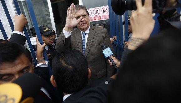 Alan García llegó al Ministerio Público para ser interrogado por el fiscal anticorrupción José Domingo Pérez. Casi una hora después, la diligencia se suspendió. (Foto: Mario Zapata)