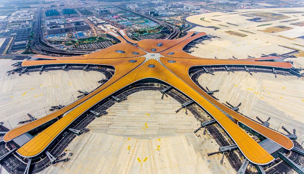 La terminal se inaugurará el 30 de septiembre, en la víspera de la fundación de la República Popular de China, el 1 de octubre de 1949, por Mao Zedong. (Foto: AFP)