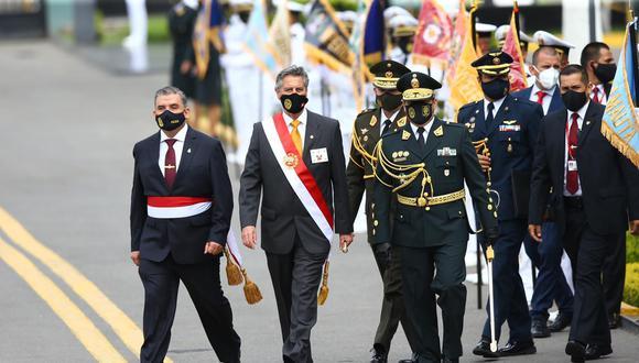 El presidente Francisco Sagasti participó en la ceremonia por aniversario de la Policía Nacional. Estuvo acompañado del entonces ministro de Interior, Cluber Aliaga, y del actual comandante general de la PNP, César Cervantes. (Foto: Fernando Sangama/@photo.gec)