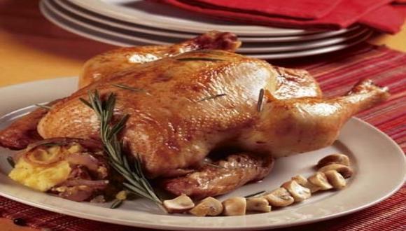 Pollo al horno con romero y papas al mortero