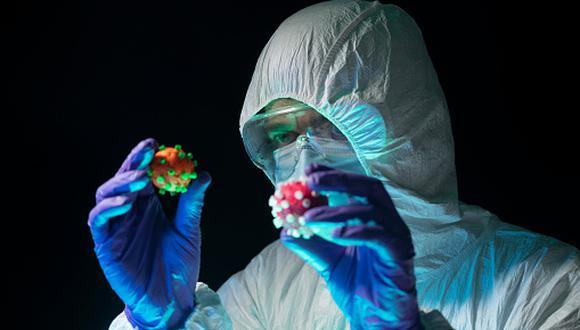 """""""Las variantes no son nuevos virus, es el mismo con algunas modificaciones en su fenotipo"""", explica el epidemiólogo, Miguel Ángel Tresierra. (Foto: Getty Images)"""