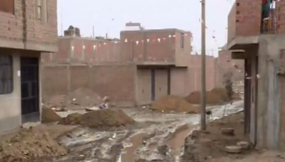 La ejecución de obras en una pista en la urbanización San Andrés ocasionó el colapso de una acequia. (Foto: Captura/Canal N)