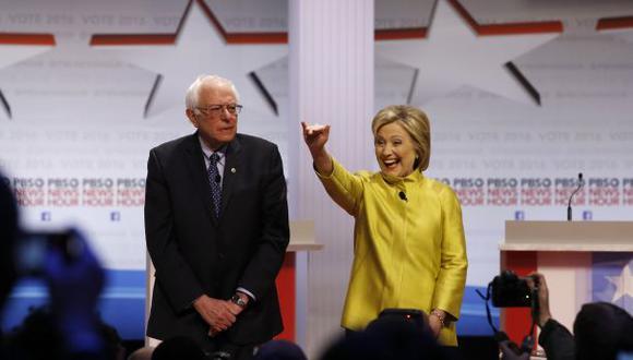 Clinton y Sanders chocaron sobre sus propuestas en nuevo debate