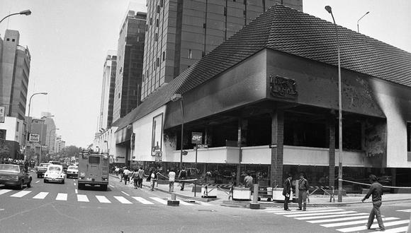 Imagen referencial de un atentado perpetrado en el Centro Comercial Camino Real el 8 de octubre de 1992. (Foto: Archivo Histórico El Comercio)
