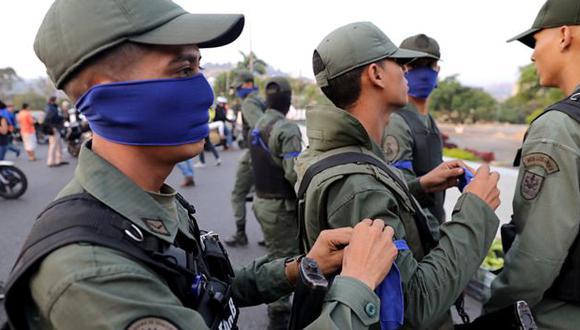 Unos 25 militares venezolanos piden asilo en la embajada de Brasil en Caracas. Foto: Reuters