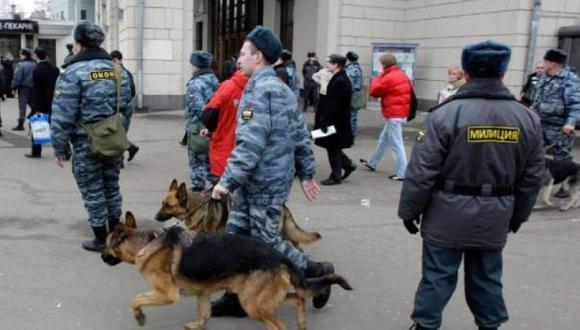 Evacúan 3 estaciones de metro de Moscú por alerta de bomba