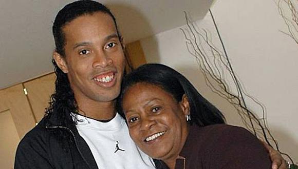 Ronaldinho anunció que su madre se contagió de coronavirus.