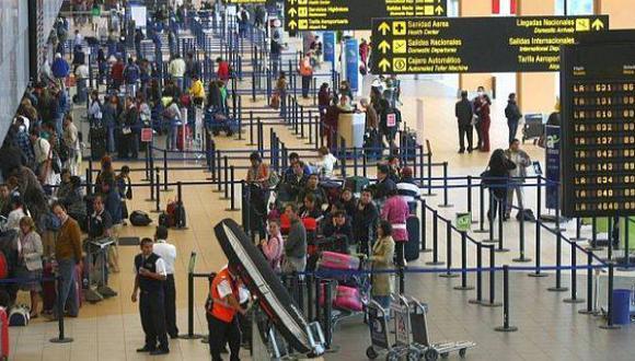 Cada vez más los peruanos cambian el bus por el avión