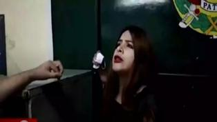 Mujer insulta y agrede a policías que la intervinieron por no usar mascarilla