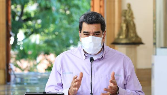 Imagen del folleto publicado por la Presidencia venezolana que muestra al presidente de Venezuela Nicolás Maduro hablando durante un anuncio televisado, en el Palacio Presidencial de Miraflores en Caracas. (AFP/Marcelo Garcia).