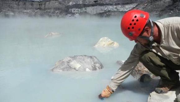 Los investigadores recolectaron las muestras en un lago ubicado dentro del cráter de un volcán. (Foto: Geoffroy Avard/ Universidad Nacional Costa Rica)