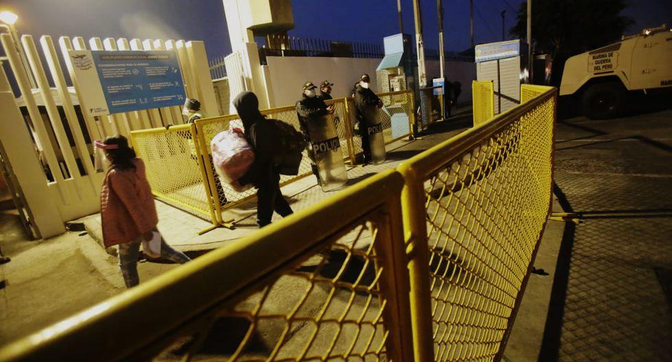 El desplazamiento de los pasajeros fue ordenado a diferencia de la madrugada del último miércoles donde fueron reportadas aglomeraciones. (Foto: César Grados)