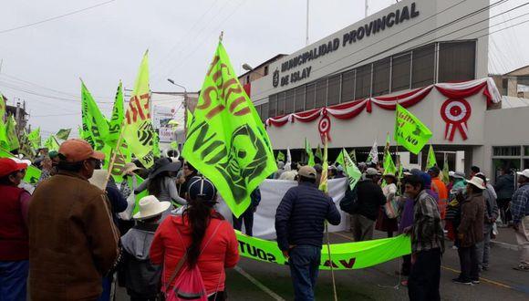 """Los pobladores señalaron asimismo que continuarán exigiendo la cancelación definitiva del proyecto. """"A más represión más unión y resistencia"""" suscribieron (Foto: Zenaida Condori)"""