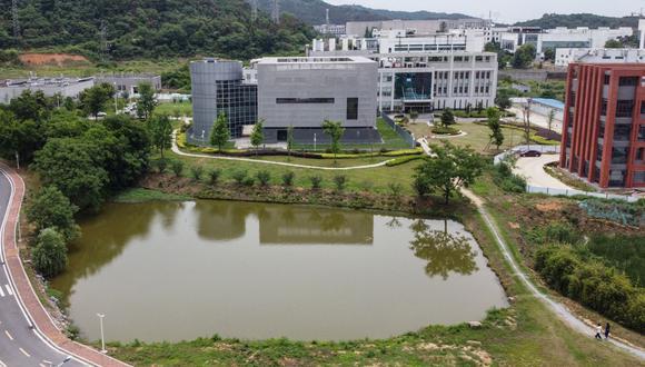 Esta vista aérea muestra el laboratorio P4 (C) en el campus del Instituto de Virología de Wuhan, en la provincia central de Hubei, en China, el 13 de mayo de 2020.  (Hector RETAMAL / AFP).
