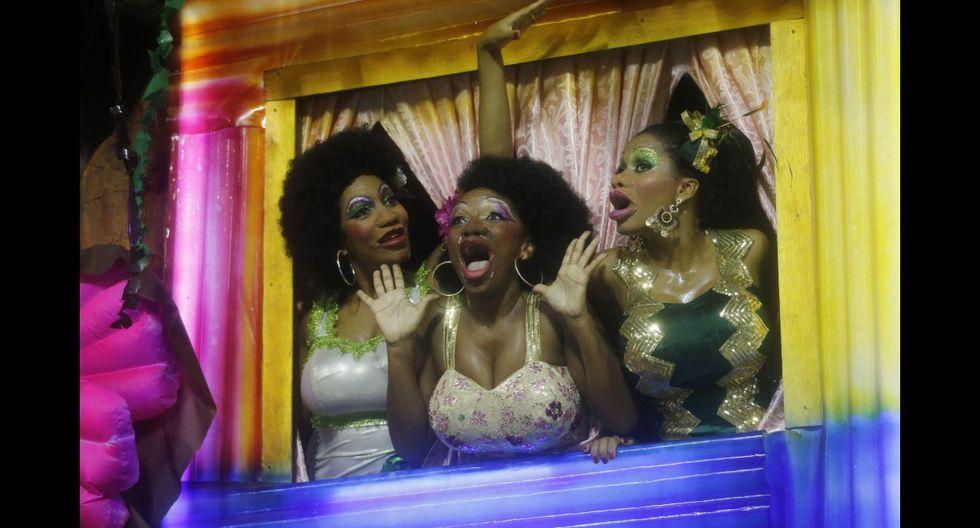 Ni la lluvia paró la fiesta en el carnaval de Río de Janeiro - 9