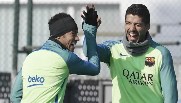Luis Suárez se refirió sobre el posible fichaje de Neymar, quien se aleja del Barcelona. (Foto: EFE)