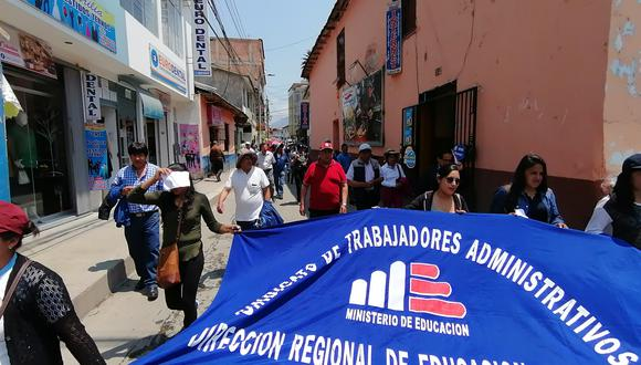 Manifestantes se movilizaron por las calles de Abancay. Se suman a paro nacional de 48 horas. (Foto: Carlos Peña)