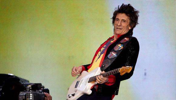 Ronnie Wood de los Rolling Stones cumple 73 este 1 de junio. Fotografía tomada durante un concierto en el Olympiastadion de Berlín, Alemania, el 22 de junio del 2018.(Foto: EFE)