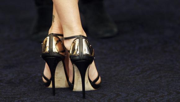 Los tacones altos se han convertido en un elemento indispensable en el vestuario de muchas mujeres en el mundo. (Foto: AP)