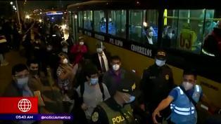 Suspensión de los buses alimentadores causó gran aglomeración de personas en la Estación Naranjal