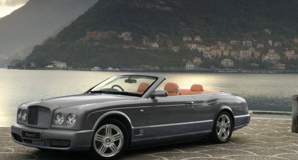 Bentley Azure: También encontramos otro Bentley, el Azure descapotable, valorizado en 160 mil dólares.