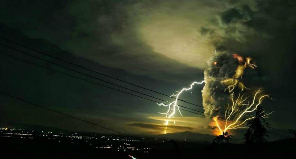 El volcán activo expulsó una columna de cenizas de un kilómetro de altura. (Foto: Twitter)