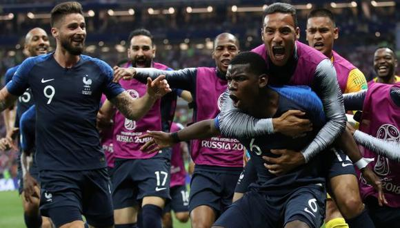 Paul Pogba celebrando con sus compañeros el tercer gol ante Croacia. (Foto: Reuters)