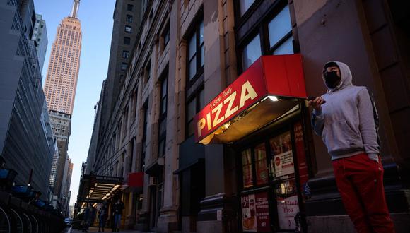Nueva York ha levantado también las restricciones de aforo que imperaron para la hostelería, el ocio y otros muchos negocios como tiendas minoristas, gimnasios y peluquerías. (Foto: Ed JONES / AFP)