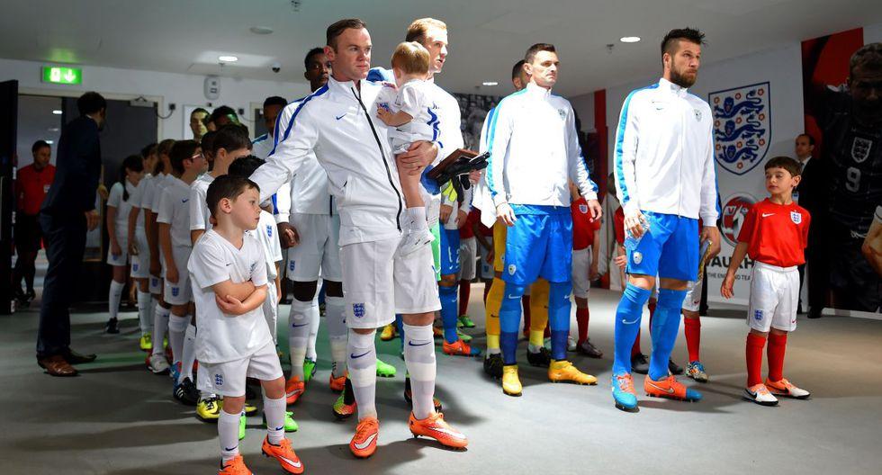 Inglaterra vs. Eslovenia: Rooney y el homenaje por partido 100 - 9