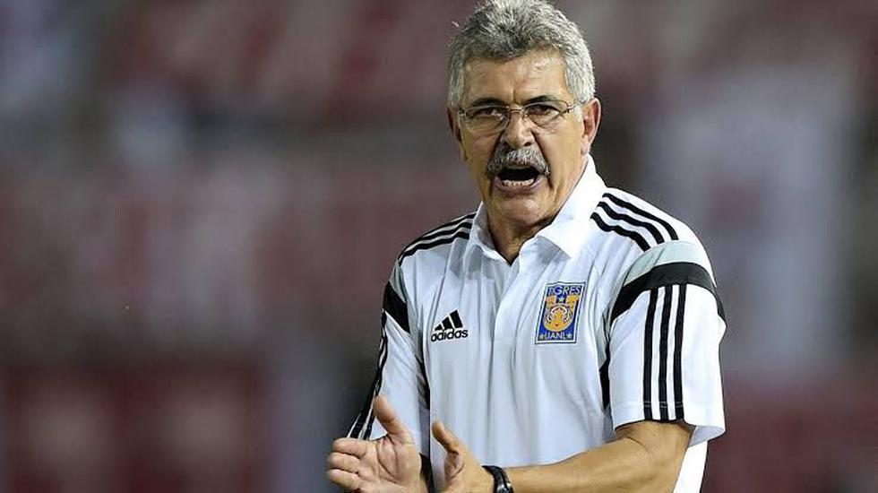 Ricardo 'Tuca' Ferretti, entrenador del Tigres de México, sufrió golpes en el brazo derecho y el pecho durante un aparatoso accidente. (Foto: Reuters)