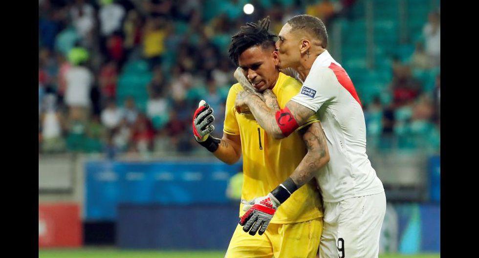 El histórico beso de Guerrero a Gallese luego de la tanda de penales contra Uruguay.