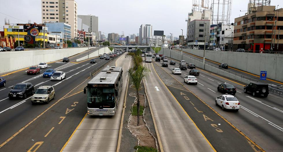 La comuna capitalina inició ayer la intervención integral en este eje vial. (Foto: Lino Chipana)