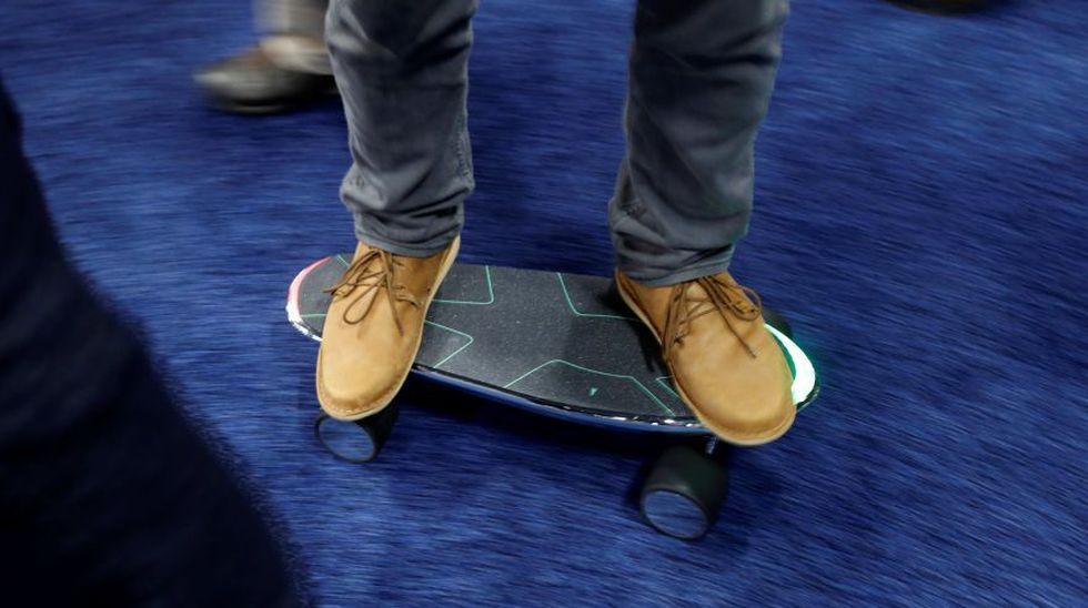 Spectra X es una patineta eléctrica capaz de moverse dependiendo la posición de su usuario. (Foto: Reuters)
