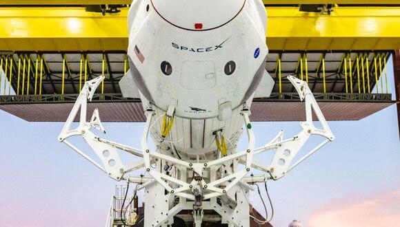 La Crew Dragon puede transportar hasta siete astronautas y despegar con 6000 kilos de carga. (Foto: SpaceX)
