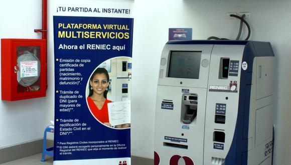 La máquina de Reniec se parece a un cajero automático y permite obtener copias certificadas de actas de nacimiento, matrimonio y defunción. (Foto: Reniec)