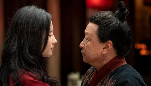 El actor Tzi Ma (derecha) interpreta al padre de Mulán (Liu Yifei) en la nueva adaptación de la película de Disney. (Foto: Disney)