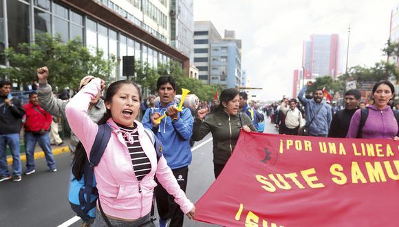 Miembros de diferentes bases del Sutep a nivel nacional marcharon esta semana al Congreso para exigir que se cumplan sus demandas. (Foto: Juan Ponce Valenzuela)