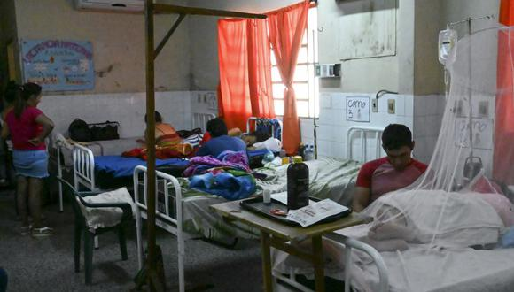Los pacientes del dengue reciben tratamiento en el hospital de Nemby, Paraguay. (Foto: Archivo/AFP).