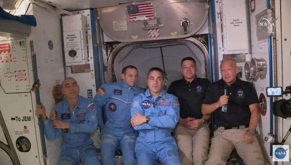 Astronautas de la Crew Dragon abordan la EEI. (Foto: NASA)