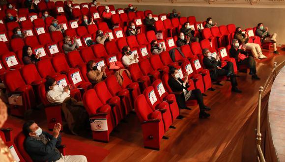 Público en el reabierto Teatro Municipal, tomando su distancia según los protocolos dictados por el MINSA (Foto: Municipalidad de Lima)