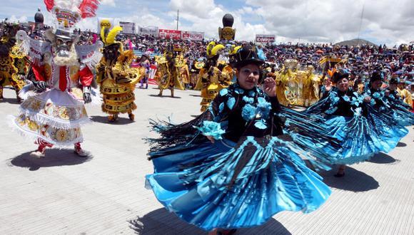 Cada conjunto de danzas y trajes de luces que participan en la Fiesta de la Candelaria están integrados por entre 400 y 1.000 danzarines. (Foto: Archivo GEC / Heiner Aparicio)