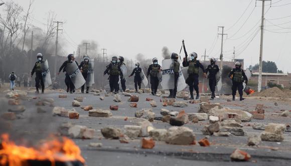 La Policía se enfrentó a los manifestantes que bloqueaban la Panamericana Norte. (GEC)