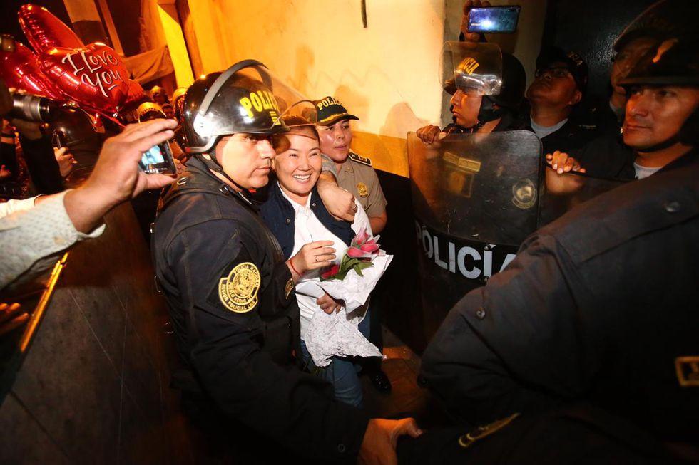 La lideresa de Fuerza Popular salió del penal Anexo de Mujeres de Chorrillos a las 8:36 p.m. (Foto: Hugo Curotto/ GEC)