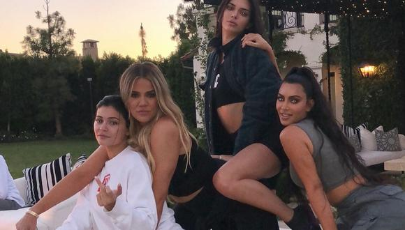 Khloé y Kourtney Kardashian con sus hermanas   Fotos: Instagram