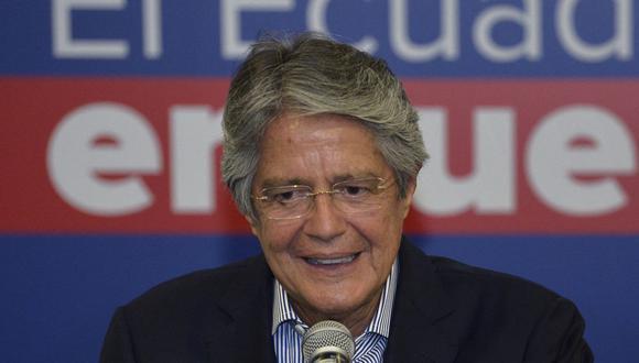 El presidente electo de Ecuador, Guillermo Lasso, ofrece una conferencia de prensa en un hotel de Quito el 12 de abril de 2021, un día después de la segunda vuelta de las elecciones. (Rodrigo BUENDIA / AFP).